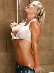 Busty blonde vixen Layla gets super wet outside