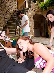 Liza Del Sierra, Coco Charnelle & Miss Lilith sucking a..