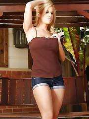 Sexy blonde hottie, Mariah Madysinn, shows off her..
