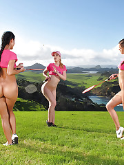Sporty chicks with gorgeous cracks